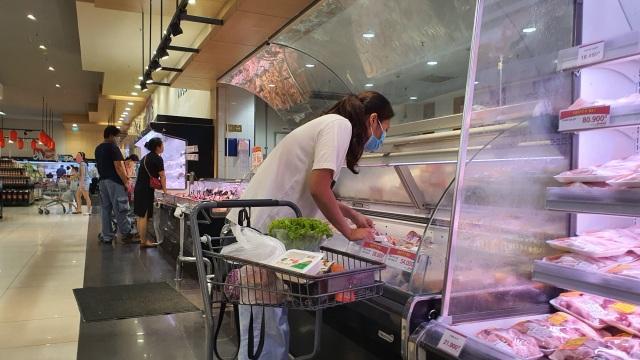 Hà Nội: Hàng hoá đầy kệ, giá cả không biến động sau tin dữ Covid-19 - 10