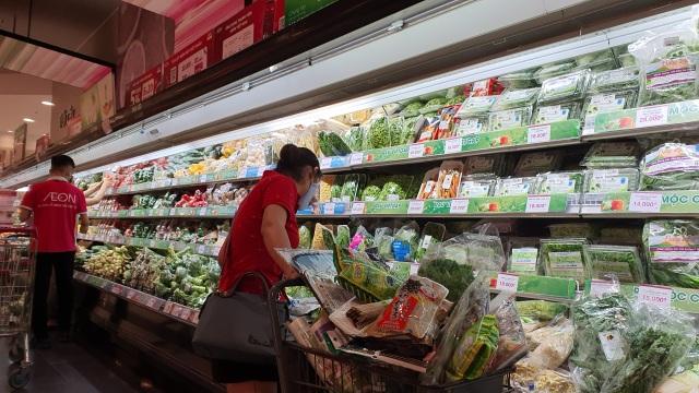 Hà Nội: Hàng hoá đầy kệ, giá cả không biến động sau tin dữ Covid-19 - 4