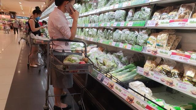 Hà Nội: Hàng hoá đầy kệ, giá cả không biến động sau tin dữ Covid-19 - 9
