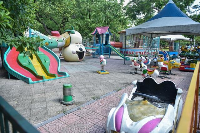 Những trò chơi cũ kỹ, xuống cấp trong Công viên Thống Nhất - 4