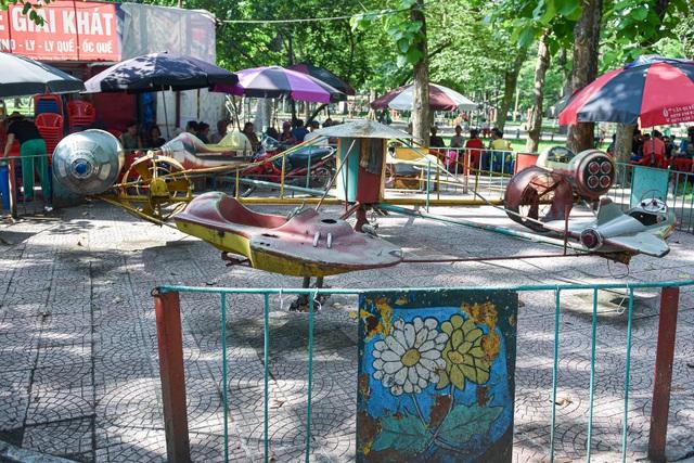 Những trò chơi cũ kỹ, xuống cấp trong Công viên Thống Nhất - 5