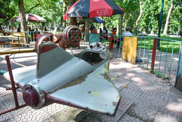 Những trò chơi cũ kỹ, xuống cấp trong Công viên Thống Nhất - 6