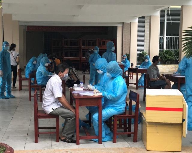 Cà Mau: Giám sát, lấy mẫu xét nghiệm hơn 100 người về từ Đà Nẵng - 1