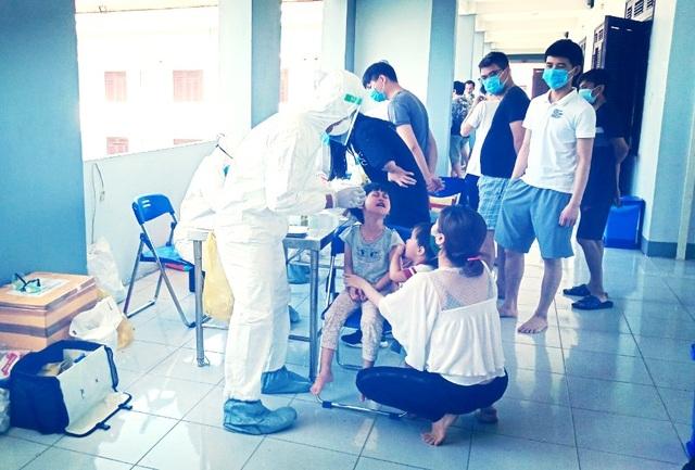 Bệnh nhân Covid-19 ở Quảng Nam tiếp xúc nhiều người trong đám tang của mẹ - 1