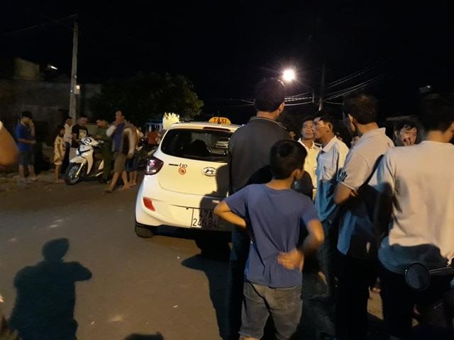 Tài xế taxi rút dao đâm khách bị thương rồi bỏ trốn - 2