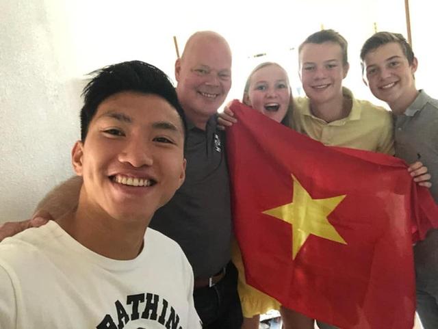 Văn Hậu tạm biệt sếp lớn ở Heerenveen trước ngày về Việt Nam - 1