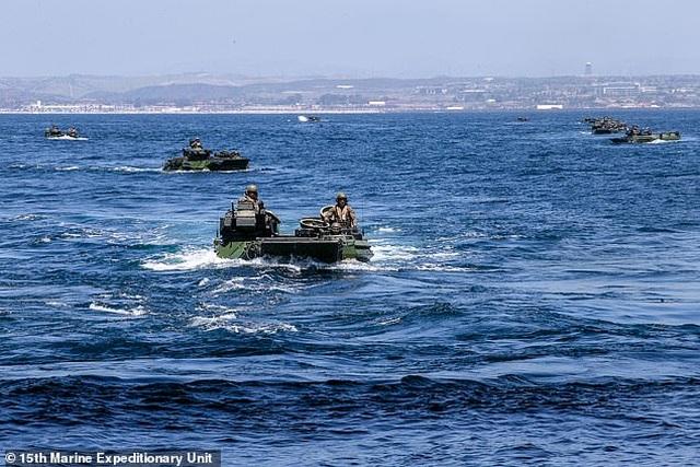 Thiết giáp đổ bộ Mỹ chìm xuống biển, 1 binh sĩ thiệt mạng, 8 người mất tích - 2