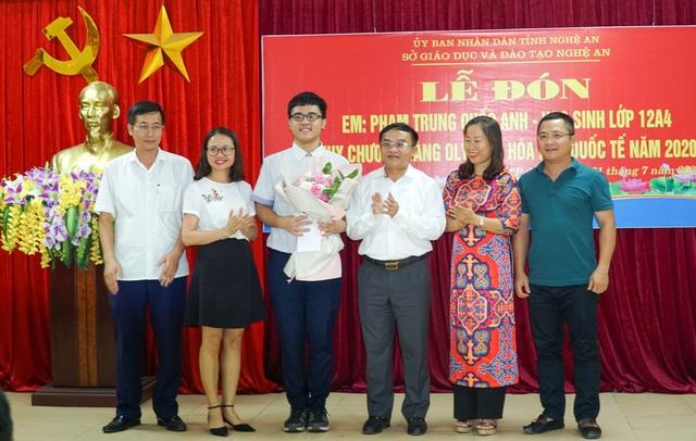 Đón nam sinh xứ Nghệ đầu tiên đạt Huy chương vàng Olympic Hóa học quốc tế - 3