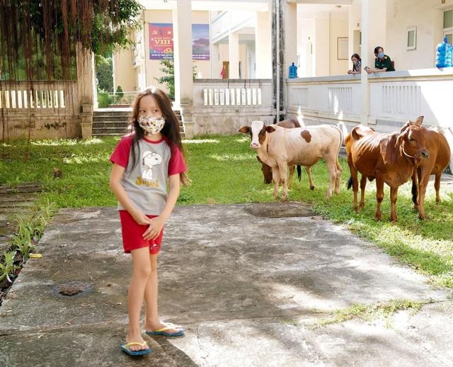 """Hồng Nhung: """"Cách ly quốc dân cho gia đình Bống sống một thế giới khác hẳn"""" - 6"""