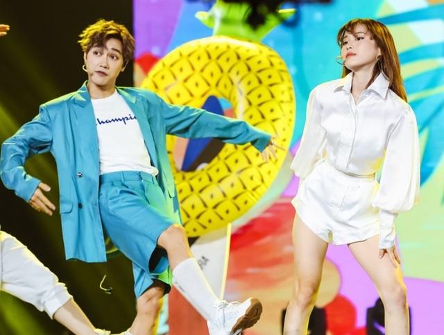 Uyên Linh, Minh Hằng cùng nhiều ca sĩ trình diễn… không có khán giả - 7