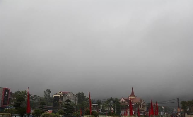 Bão số 2 cách đất liền hơn 450km, Hà Tĩnh bắt đầu mưa to - 2