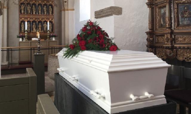 """Cụ bà """"sống lại"""" hai lần trong đám tang của chính mình - 1"""