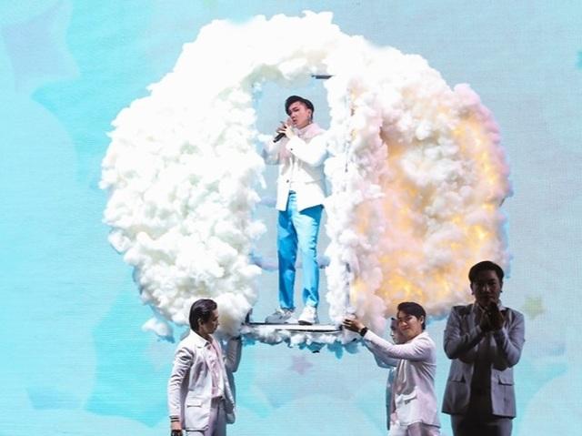 Uyên Linh, Minh Hằng cùng nhiều ca sĩ trình diễn… không có khán giả - 4