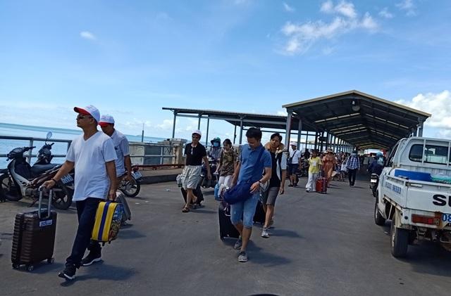 Thời tiết xấu, tàu cao tốc đi Phú Quốc tạm ngưng hoạt động - 1