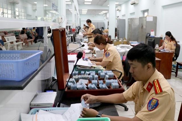 Từ 1/8, sinh viên ngoại tỉnh không được đăng ký biển xe Hà Nội, TP HCM - 2