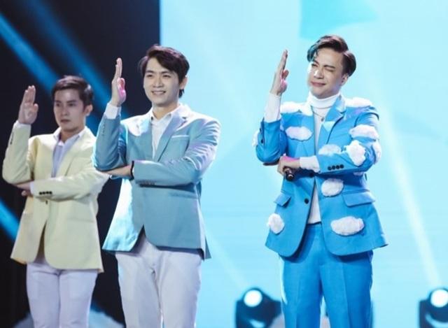 Uyên Linh, Minh Hằng cùng nhiều ca sĩ trình diễn… không có khán giả - 3