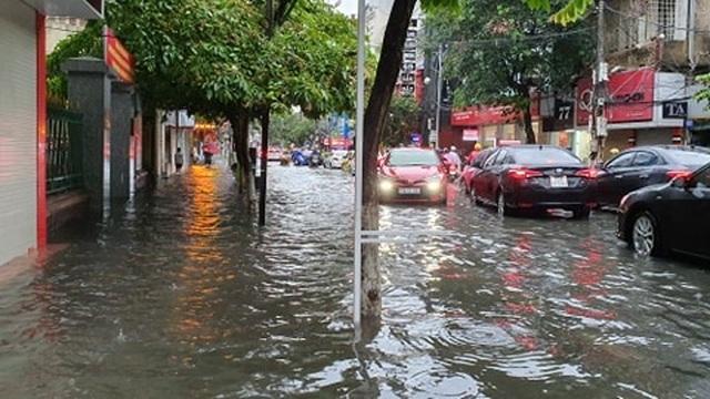 Nhiều tuyến phố Hải Phòng ngập trong biển nước - 4