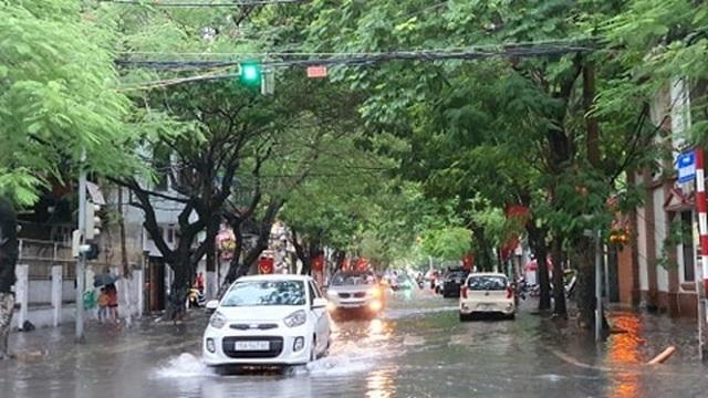 Nhiều tuyến phố Hải Phòng ngập trong biển nước - 6