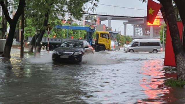 Nhiều tuyến phố Hải Phòng ngập trong biển nước - 8