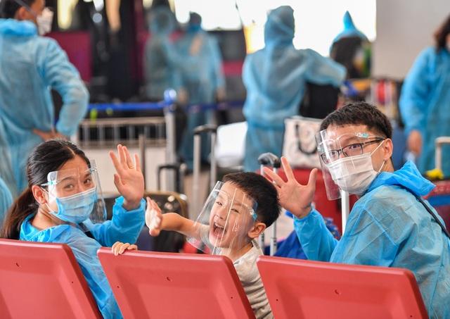 Sân bay Vân Đồn đón 278 công dân Việt Nam từ châu Âu về nước an toàn - 2