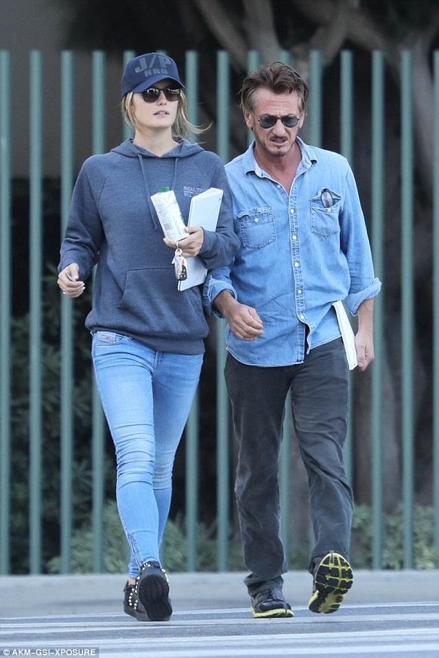 Nam diễn viên 60 tuổi Sean Penn kết hôn với bạn gái 9X - 4