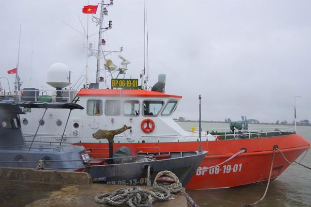 Tàu cá bị chìm do ảnh hưởng bão số 2 - 4