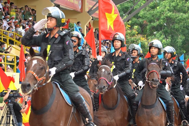 Diện mạo mới lạ của Đoàn cảnh sát cơ động kỵ binh  - 4