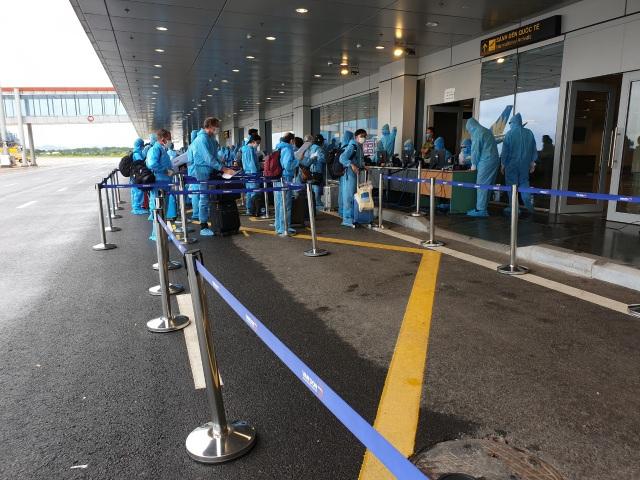 Sân bay Vân Đồn đón 278 công dân Việt Nam từ châu Âu về nước an toàn - 4