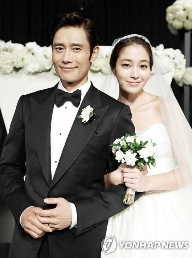 """Hôn nhân viên mãn của Lee Byung Heon bên mỹ nhân """"Vườn sao băng"""" - 1"""