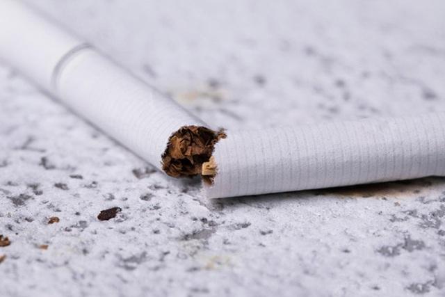 5 dấu hiệu khi hút thuốc cảnh báo ung thư phổi xuất hiện - 1