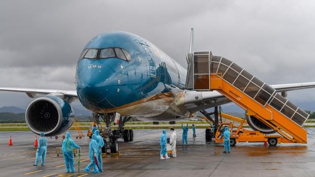 Sân bay Vân Đồn đón 278 công dân Việt Nam từ châu Âu về nước an toàn - 1