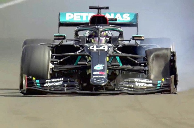British GP 2020: Gay cấn tột độ, Lewis Hamilton lê lết cán đích - 11