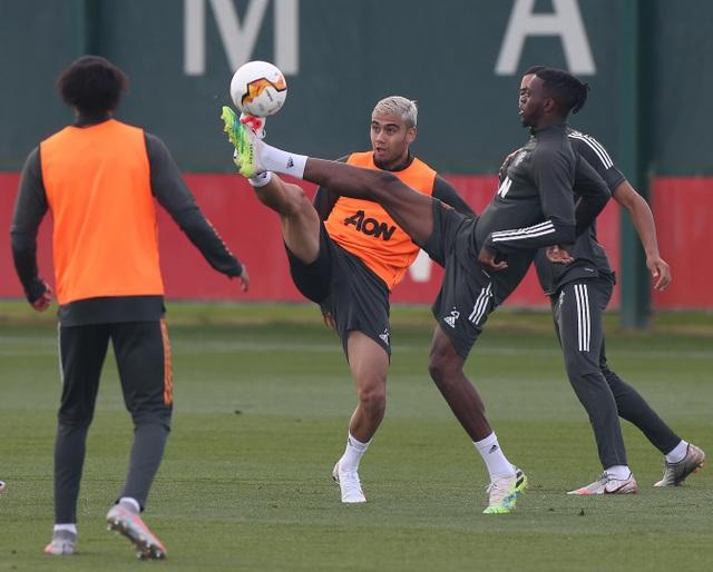 Man Utd luyện công chuẩn bị trở lại Europa League - 19