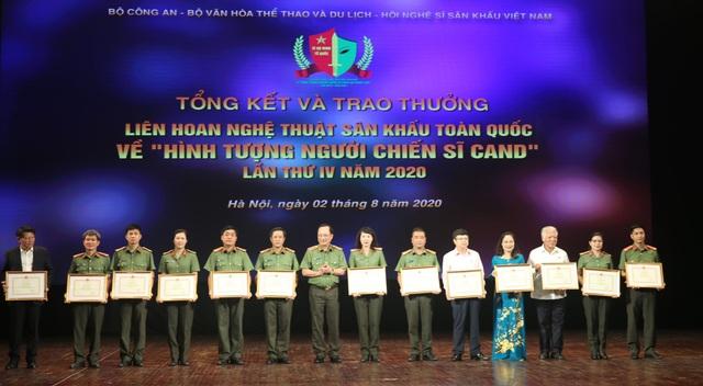59 nghệ sĩ đoạt Huy chương Vàng tại Liên hoan sân khấu về hình tượng CAND - 1