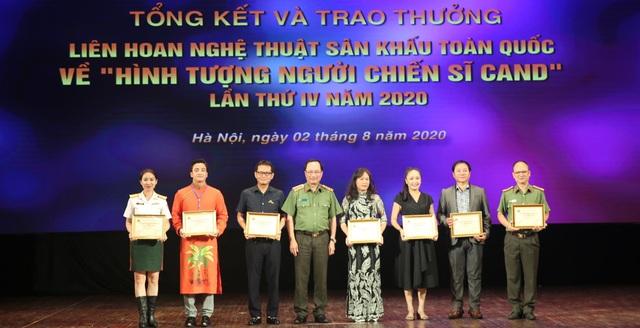 59 nghệ sĩ đoạt Huy chương Vàng tại Liên hoan sân khấu về hình tượng CAND - 2