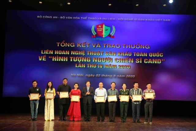 59 nghệ sĩ đoạt Huy chương Vàng tại Liên hoan sân khấu về hình tượng CAND - 4