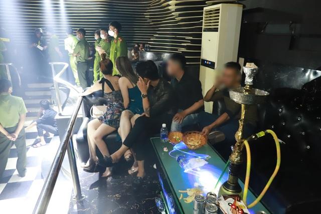 Bắt nhóm đối tượng chơi ma túy trong quán bar khi giãn cách xã hội  - 1