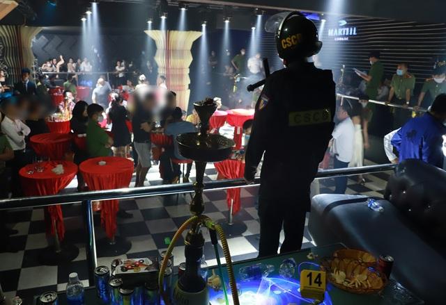 Bắt nhóm đối tượng chơi ma túy trong quán bar khi giãn cách xã hội  - 2