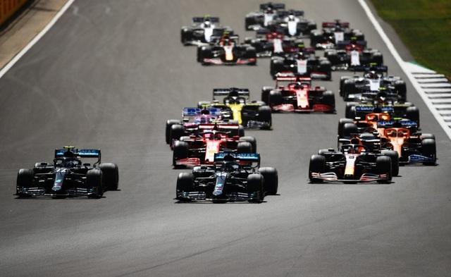 British GP 2020: Gay cấn tột độ, Lewis Hamilton lê lết cán đích - 4