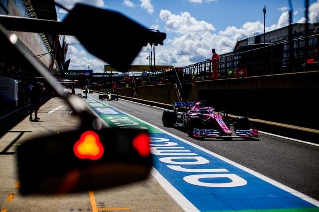 British GP 2020: Gay cấn tột độ, Lewis Hamilton lê lết cán đích - 2