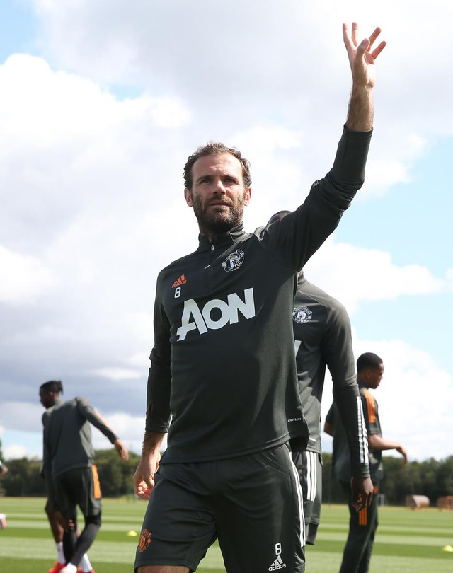 Man Utd luyện công chuẩn bị trở lại Europa League - 10