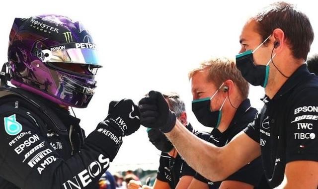British GP 2020: Gay cấn tột độ, Lewis Hamilton lê lết cán đích - 1