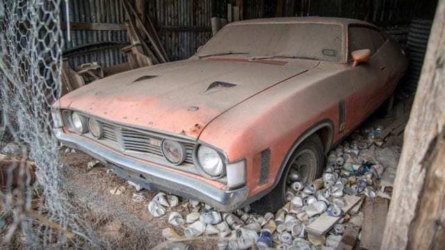 Xe đồng nát bị bỏ hoang 32 năm bỗng bán được giá kỷ lục - 1