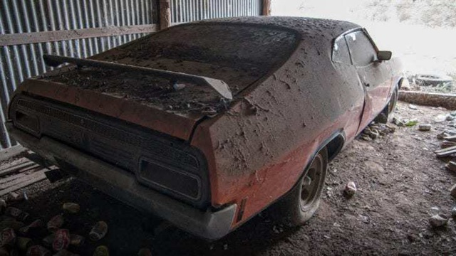 Xe đồng nát bị bỏ hoang 32 năm bỗng bán được giá kỷ lục - 2