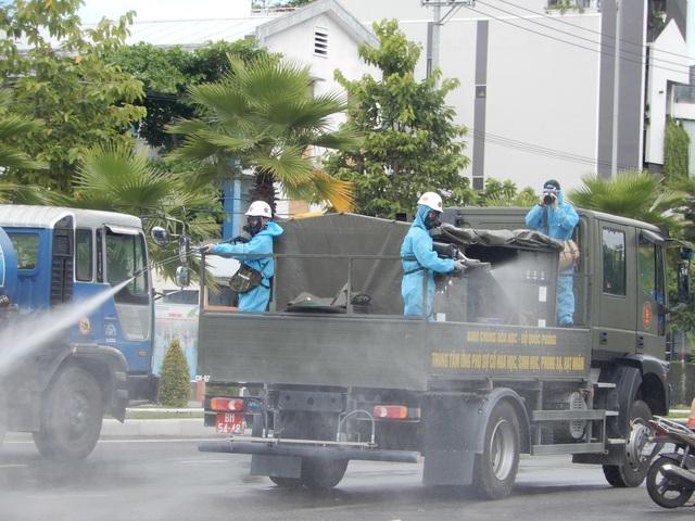 Hơn 10 xe đặc chủng phun thuốc khử khuẩn toàn quận Sơn Trà - 5