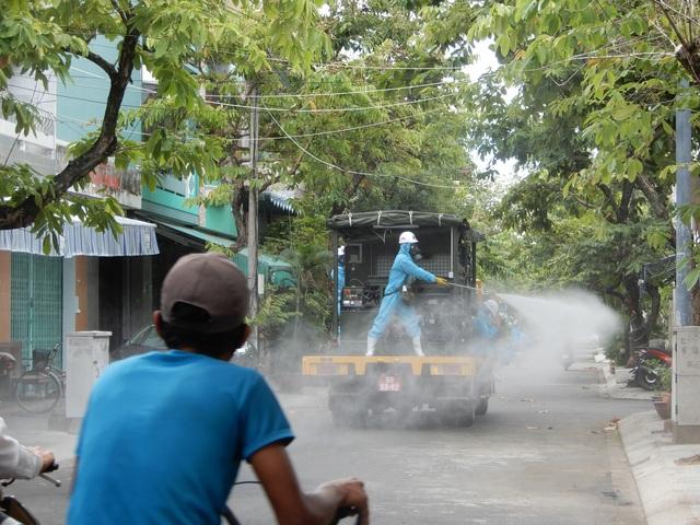 Hơn 10 xe đặc chủng phun thuốc khử khuẩn toàn quận Sơn Trà - 3
