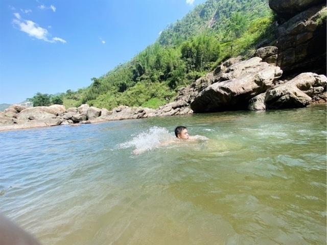 Sa Pa: Mãn nhãn thác nước cao hơn trăm mét đổ xuống từ đỉnh núi  - 11
