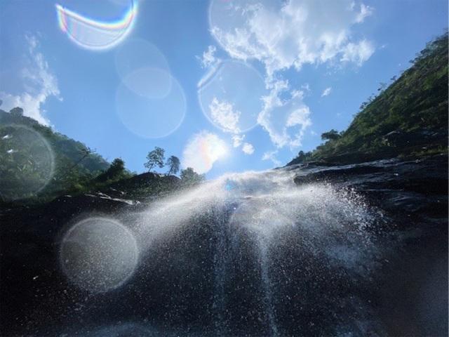 Sa Pa: Mãn nhãn thác nước cao hơn trăm mét đổ xuống từ đỉnh núi  - 8