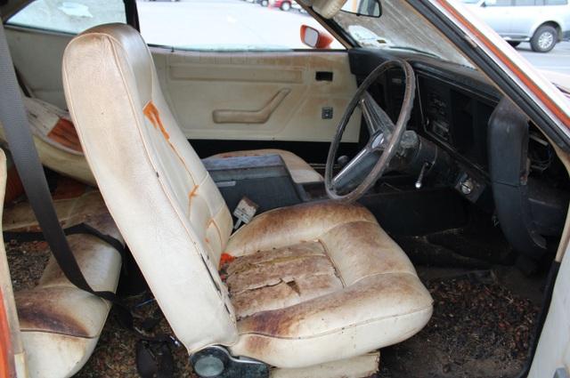Xe đồng nát bị bỏ hoang 32 năm bỗng bán được giá kỷ lục - 11