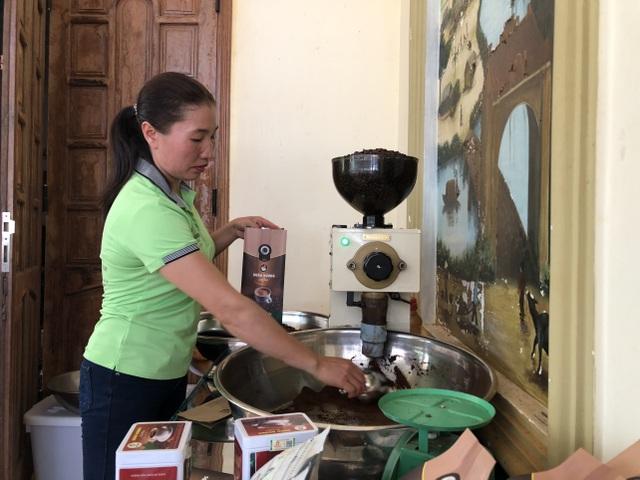 Vợ chồng nông dân mày mò làm cà phê sạch, kiếm hơn 1 tỷ đồng/năm - 3